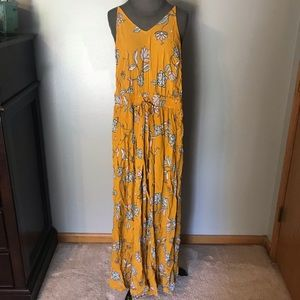 Mustard floral romper outfit size small